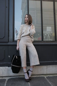 streetstyle-giseleisnerdy-beige-pull-office-shoes