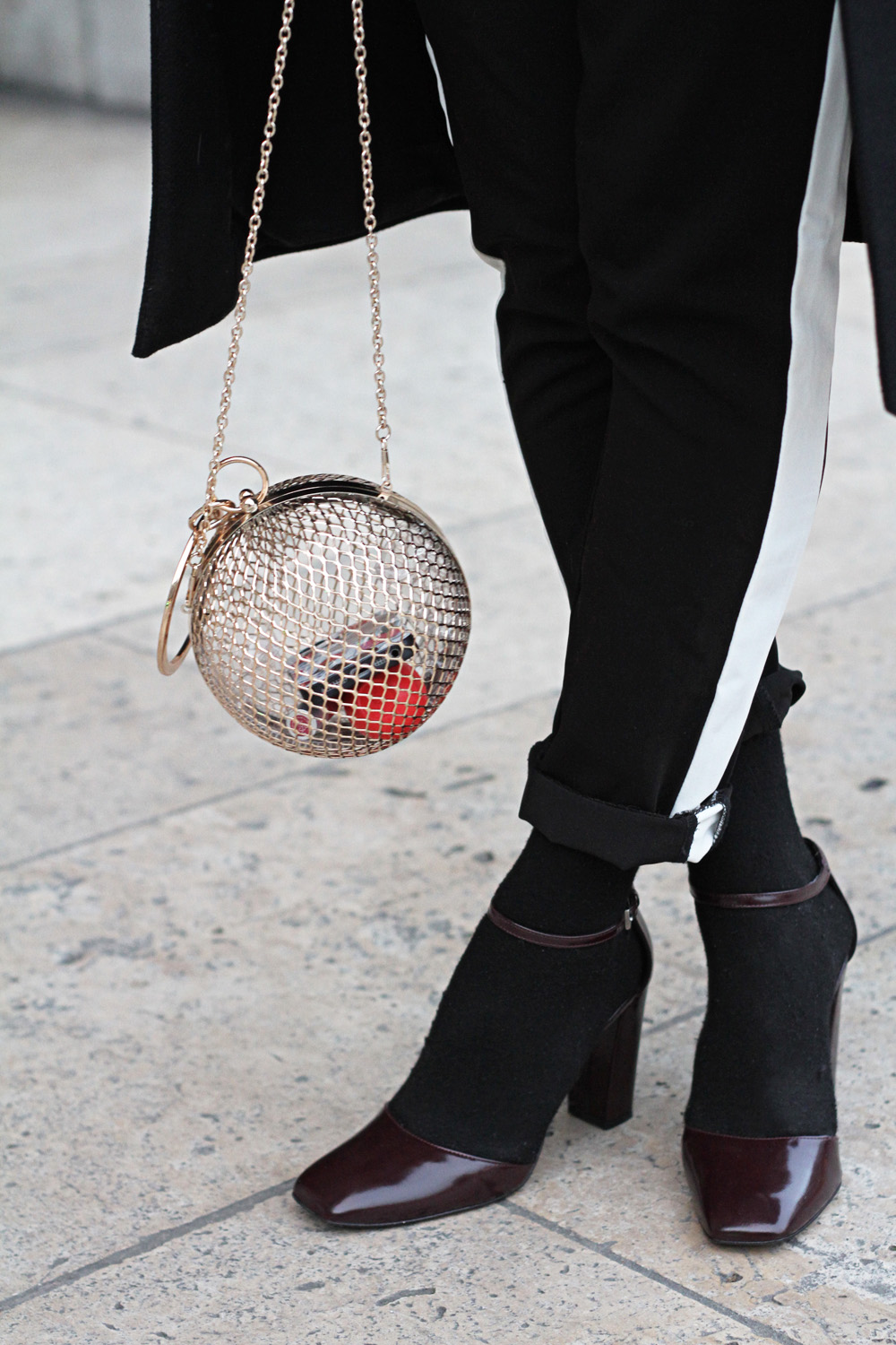 detail-black-outfit-cage-clutch-asos