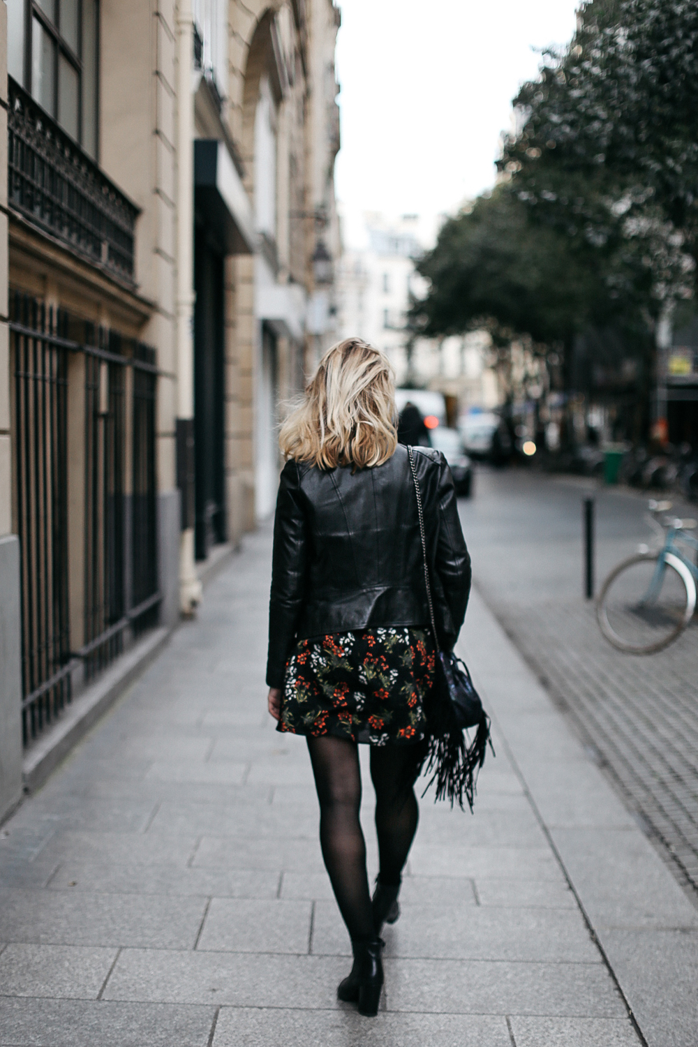 parisian-fashion-blogger-black-flower
