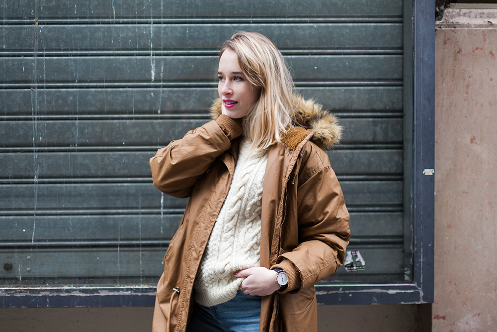 parisian-fashion-blogger-blonde-parka-monki