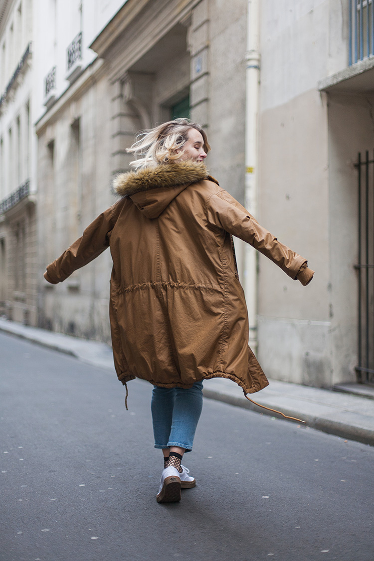 streetstyle-back-parka-monki-blonde-paris