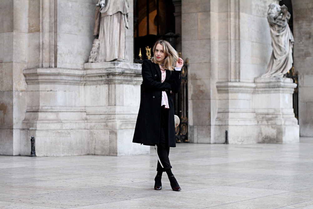 streetstyle-parisian-blogger-black-outfit-3
