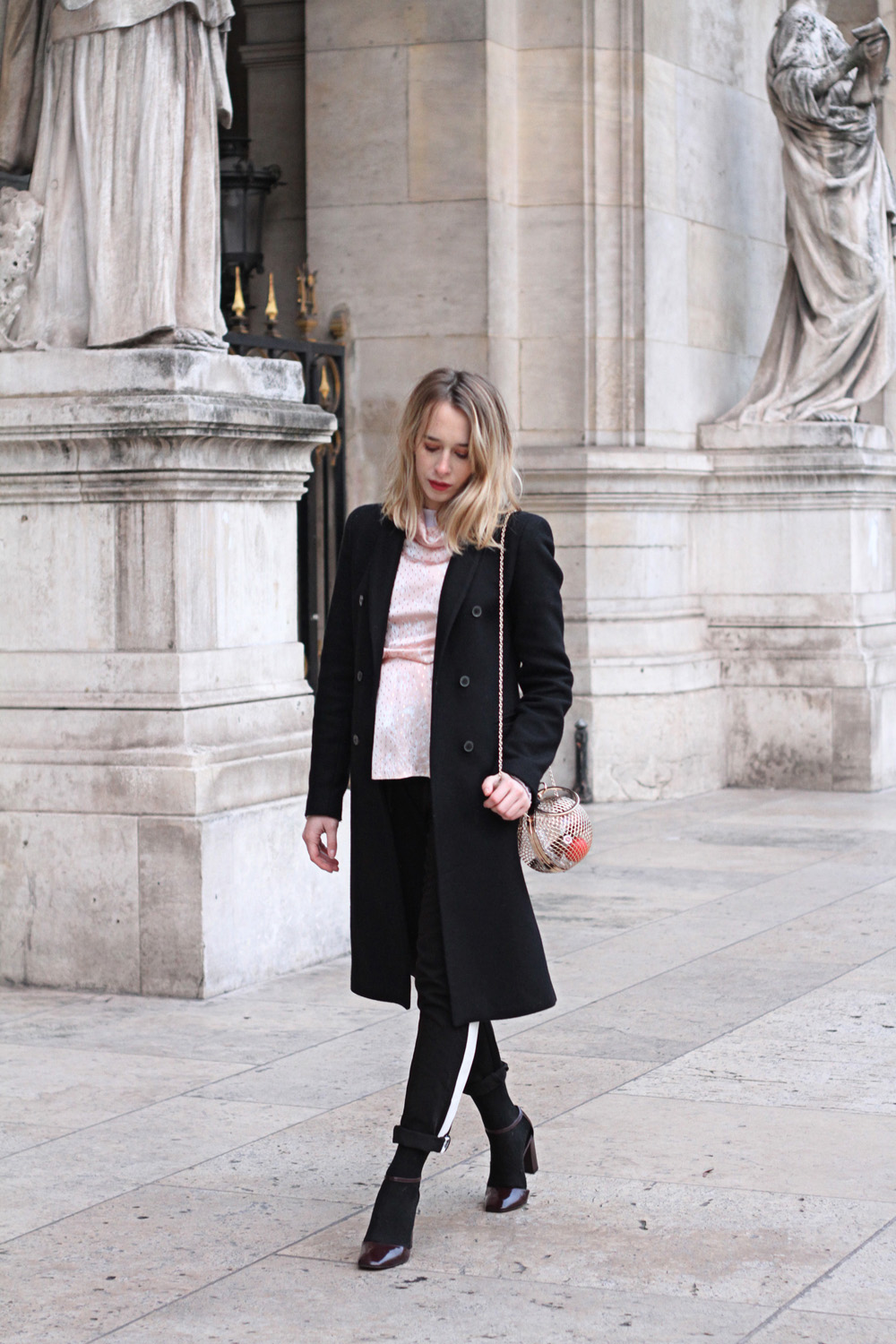streetstyle-parisian-blogger-black-outfit