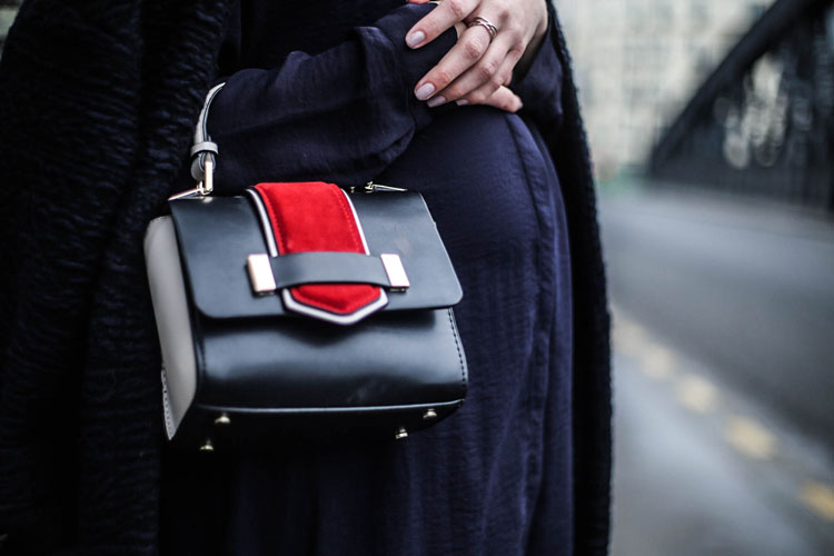 designer-bag-pregnant-woman