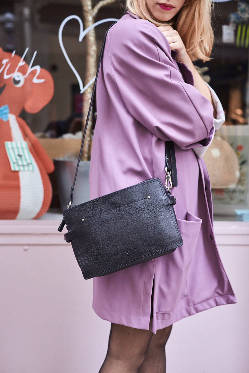 detail-streetstyle-pink-and-black