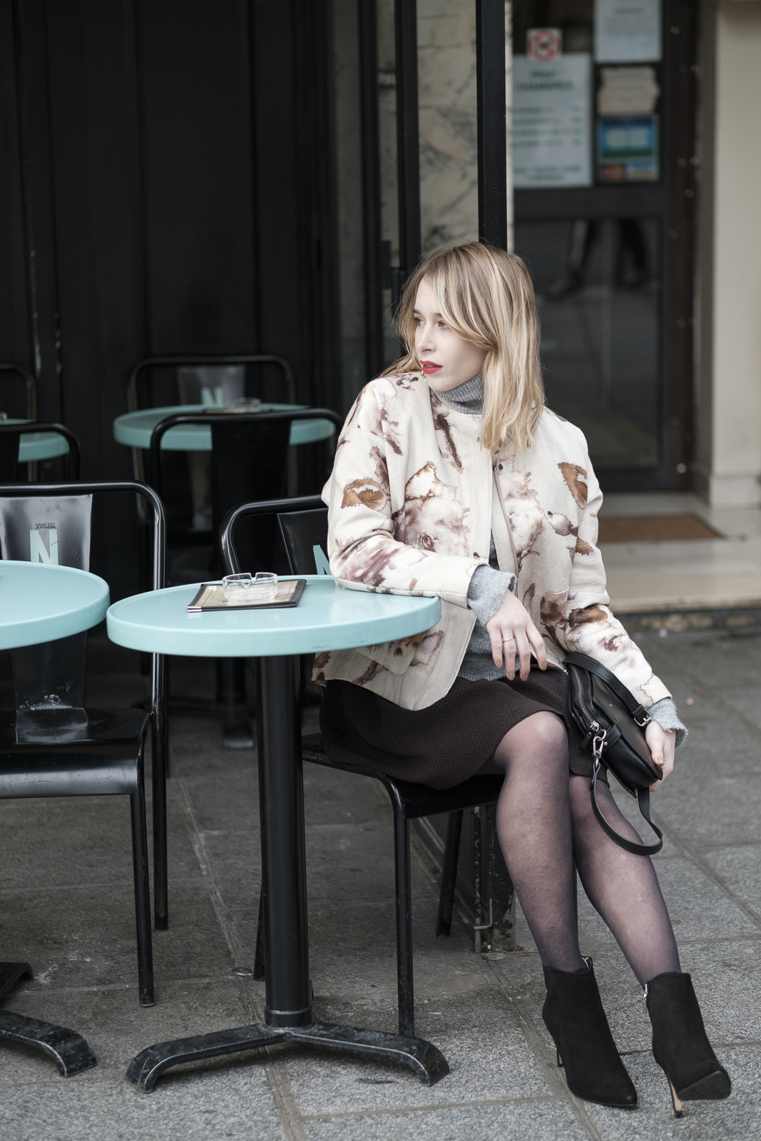 giseleisnerdy-cafe-paris-fashion-blogger-printed-bomber