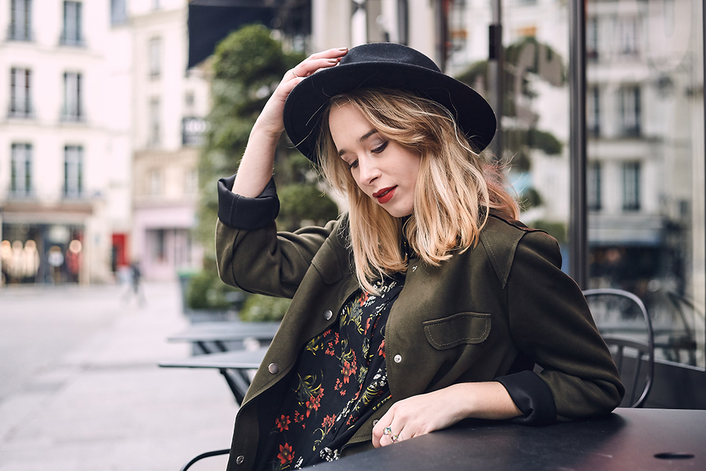 portrait, blonde-chapeau-paris