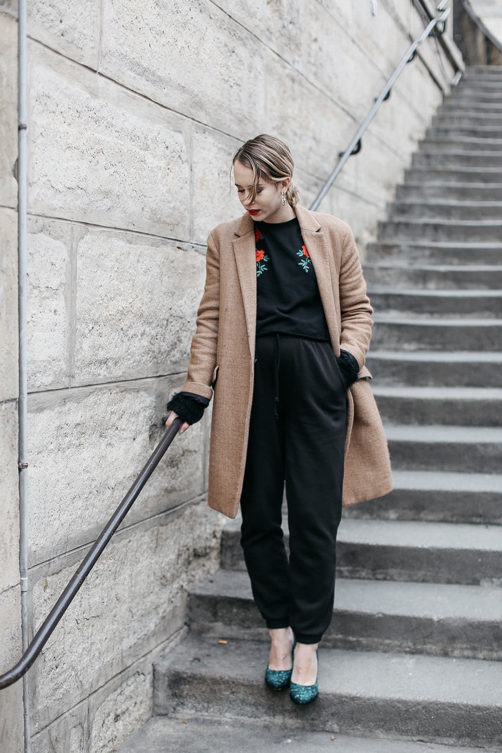 streetstyle-parisian-blogger-blonde-stairs