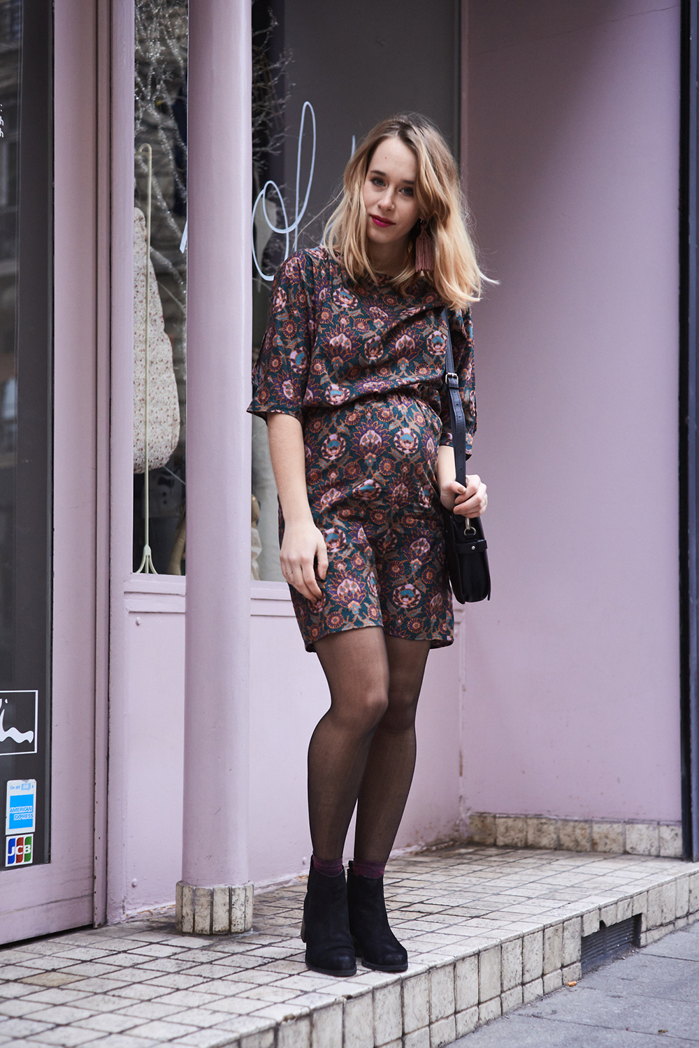 streetstyle-pregnant-woman-printed-dress