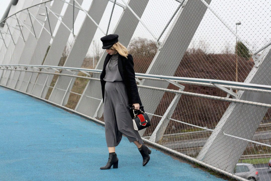 parisian-blogger-gray-jumpsuit-black-hat